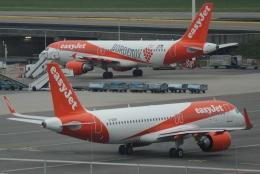reonさんが、アムステルダム・スキポール国際空港で撮影したイージージェット A320-251Nの航空フォト(飛行機 写真・画像)
