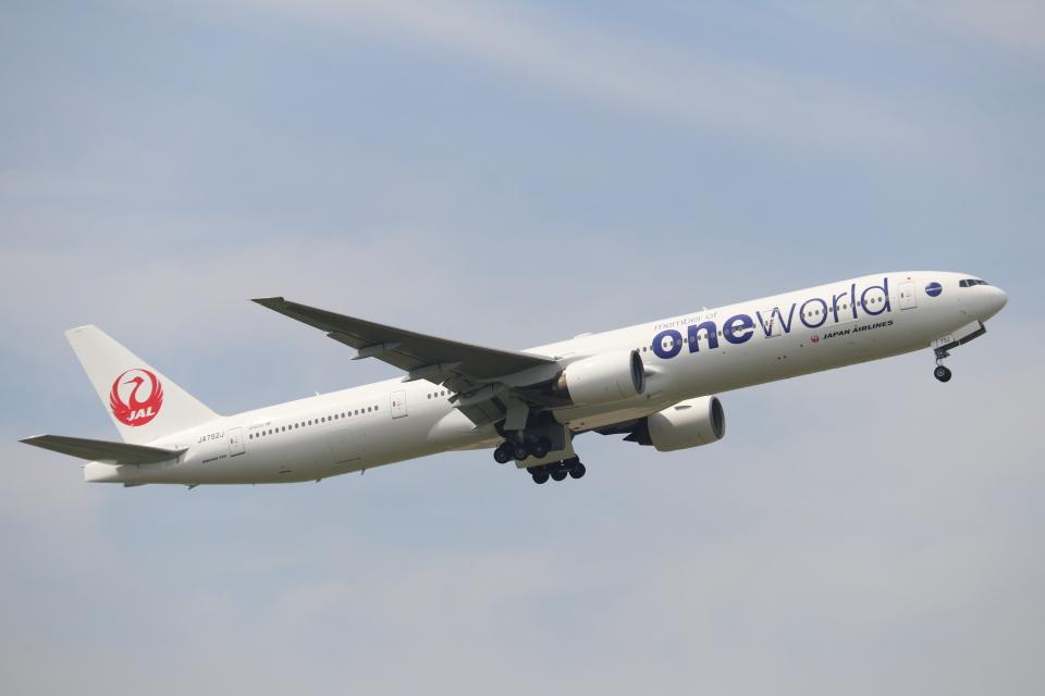 日本航空 Boeing 777-300 JA752J 伊丹空港 航空フォト