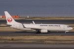 ぐっちーさんが、羽田空港で撮影した日本航空 737-846の航空フォト(写真)