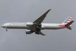 Koenig117さんが、ロンドン・ヒースロー空港で撮影したアメリカン航空 777-323/ERの航空フォト(写真)