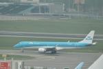 reonさんが、アムステルダム・スキポール国際空港で撮影したKLMシティホッパー ERJ-190-100(ERJ-190STD)の航空フォト(写真)