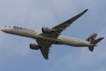 Koenig117さんが、ロンドン・ヒースロー空港で撮影したカタール航空 A350-1041の航空フォト(写真)