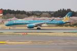 OMAさんが、成田国際空港で撮影したベトナム航空 A350-941XWBの航空フォト(飛行機 写真・画像)