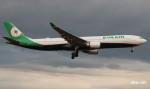 RINA-281さんが、小松空港で撮影したエバー航空 A330-302の航空フォト(写真)