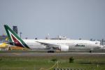 udaさんが、成田国際空港で撮影したアリタリア航空 777-243/ERの航空フォト(写真)