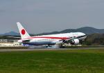 GOQさんが、函館空港で撮影した航空自衛隊 777-3SB/ERの航空フォト(写真)