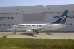 senyoさんが、カルガリー国際空港で撮影したウェストジェット 737-76Nの航空フォト(飛行機 写真・画像)