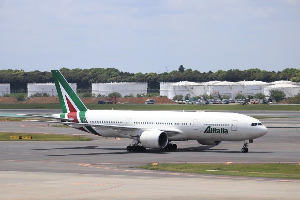 KAZFLYERさんのアリタリア航空 Boeing 777-200 (EI-FNI) 航空フォト