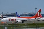 南国の防人さんが、成田国際空港で撮影したティーウェイ航空 737-8ASの航空フォト(写真)