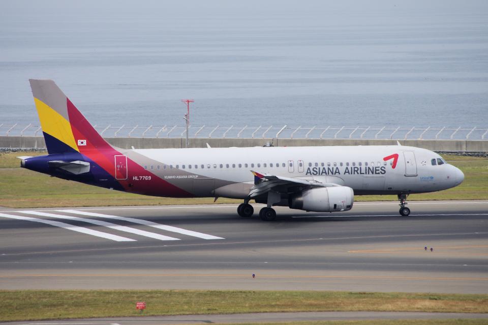yabyanさんのアシアナ航空 Airbus A320 (HL7769) 航空フォト