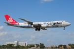ぼんやりしまちゃんさんが、マイアミ国際空港で撮影したカーゴルクス 747-8R7F/SCDの航空フォト(写真)
