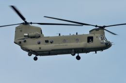 うめやしきさんが、厚木飛行場で撮影したアメリカ陸軍 CH-47Fの航空フォト(写真)