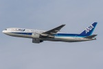 mototripさんが、福岡空港で撮影した全日空 777-281の航空フォト(写真)