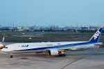 ITM44さんが、伊丹空港で撮影した全日空 777-381の航空フォト(写真)