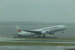 まっさんさんが、羽田空港で撮影した日本航空 777-246の航空フォト(写真)