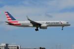 ぼんやりしまちゃんさんが、マイアミ国際空港で撮影したアメリカン航空 757-223の航空フォト(写真)