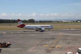 ilv583さんが、カターニア・フォンターナロッサ空港で撮影したオーストリア航空 A320-214の航空フォト(飛行機 写真・画像)
