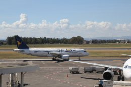 ilv583さんが、カターニア・フォンターナロッサ空港で撮影したエア・ワン A320-216の航空フォト(飛行機 写真・画像)