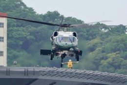 うめやしきさんが、横須賀基地で撮影したアメリカ海兵隊 VH-60N White Hawk (S-70A)の航空フォト(写真)