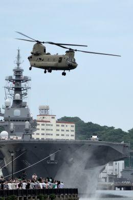 うめやしきさんが、横須賀港で撮影したアメリカ陸軍 CH-47Fの航空フォト(写真)