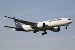 ドラパチさんが、成田国際空港で撮影したルフトハンザ・カーゴ 777-FBTの航空フォト(写真)
