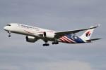 ドラパチさんが、成田国際空港で撮影したマレーシア航空 A350-941XWBの航空フォト(写真)