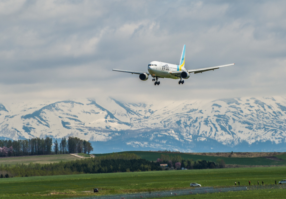 AIR DO Boeing 767-300 JA98AD 旭川空港 航空フォト