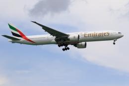 ★azusa★さんが、シンガポール・チャンギ国際空港で撮影したエミレーツ航空 777-31H/ERの航空フォト(写真)