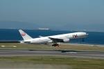髪刈虫(かみきりむし)さんが、中部国際空港で撮影した日本航空 777-246の航空フォト(写真)
