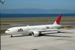 髪刈虫(かみきりむし)さんが、中部国際空港で撮影した日本航空 777-246/ERの航空フォト(写真)