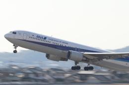 小型機専門家さんが、高知空港で撮影した全日空 767-381の航空フォト(写真)