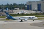 小弦さんが、ペインフィールド空港で撮影したホライゾン航空 ERJ-170-200 LR (ERJ-175LR)の航空フォト(飛行機 写真・画像)