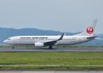 じーく。さんが、岡山空港で撮影した日本航空 737-846の航空フォト(飛行機 写真・画像)