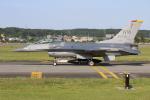 マリオ先輩さんが、横田基地で撮影したアメリカ空軍 F-16CM-50-CF Fighting Falconの航空フォト(写真)