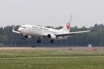スカルショットさんが、帯広空港で撮影した日本航空 737-846の航空フォト(写真)