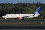 ウッディーさんが、ストックホルム・アーランダ空港で撮影したスカンジナビア航空 737-86Nの航空フォト(写真)