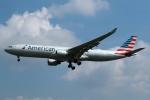 採れたてほしいもさんが、ロンドン・ヒースロー空港で撮影したアメリカン航空 A330-323Xの航空フォト(写真)