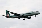採れたてほしいもさんが、ロンドン・ヒースロー空港で撮影したアリタリア航空 A321-112の航空フォト(写真)