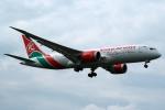 採れたてほしいもさんが、ロンドン・ヒースロー空港で撮影したケニア航空 787-8 Dreamlinerの航空フォト(写真)