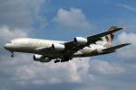 採れたてほしいもさんが、ロンドン・ヒースロー空港で撮影したエティハド航空 A380-861の航空フォト(写真)