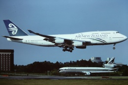tassさんが、成田国際空港で撮影したニュージーランド航空 747-419の航空フォト(写真)