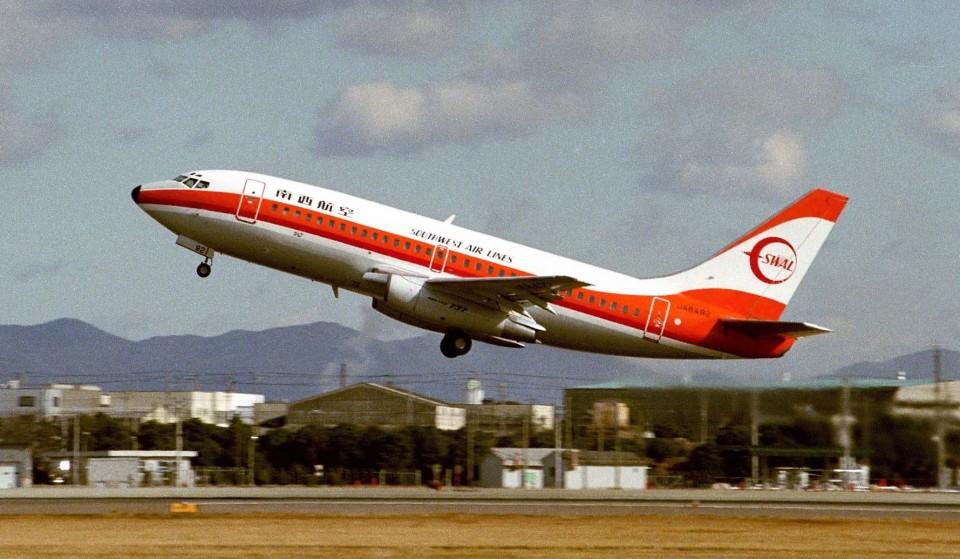 ハミングバードさんの南西航空 Boeing 737-200 (JA8492) 航空フォト