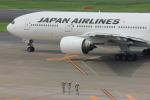 メンチカツさんが、羽田空港で撮影した日本航空 777-246の航空フォト(写真)