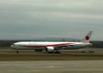 tuckerさんが、新千歳空港で撮影した航空自衛隊 777-3SB/ERの航空フォト(写真)