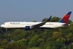 あしゅーさんが、福岡空港で撮影したデルタ航空 767-332/ERの航空フォト(飛行機 写真・画像)