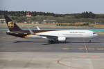 プルシアンブルーさんが、成田国際空港で撮影したUPS航空 767-34AF/ERの航空フォト(写真)