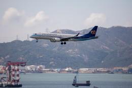チャッピー・シミズさんが、香港国際空港で撮影したマンダリン航空 ERJ-190-100 IGW (ERJ-190AR)の航空フォト(写真)