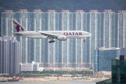 チャッピー・シミズさんが、香港国際空港で撮影したカタール航空カーゴ 777-FDZの航空フォト(写真)