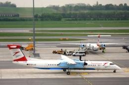 Hiro-hiroさんが、ウィーン国際空港で撮影したオーストリア航空 DHC-8-402Q Dash 8の航空フォト(飛行機 写真・画像)