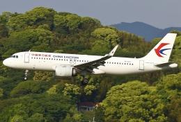 あしゅーさんが、福岡空港で撮影した中国東方航空 A320-251Nの航空フォト(写真)